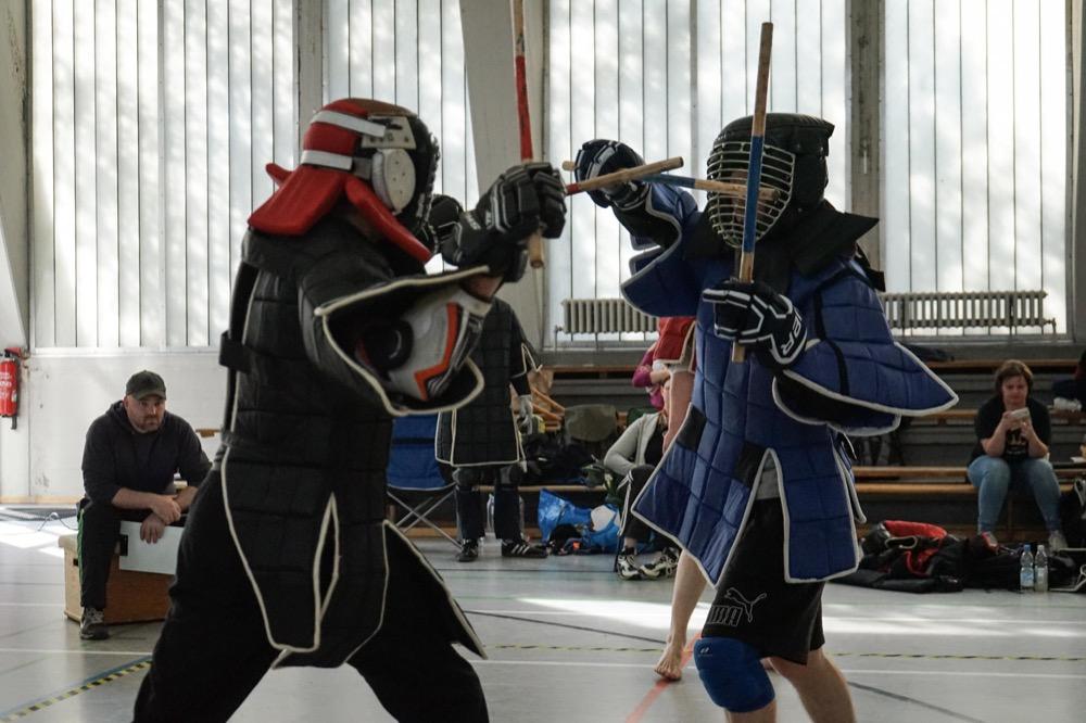 Kampfsport in Berlin: Doppelstock-Kampf in Vollkontakt-Rüstung