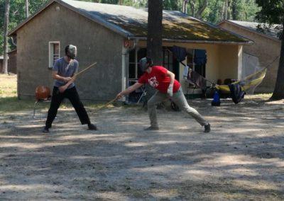 Einzelstock-Training mit Schutzmaske im Sommercamp
